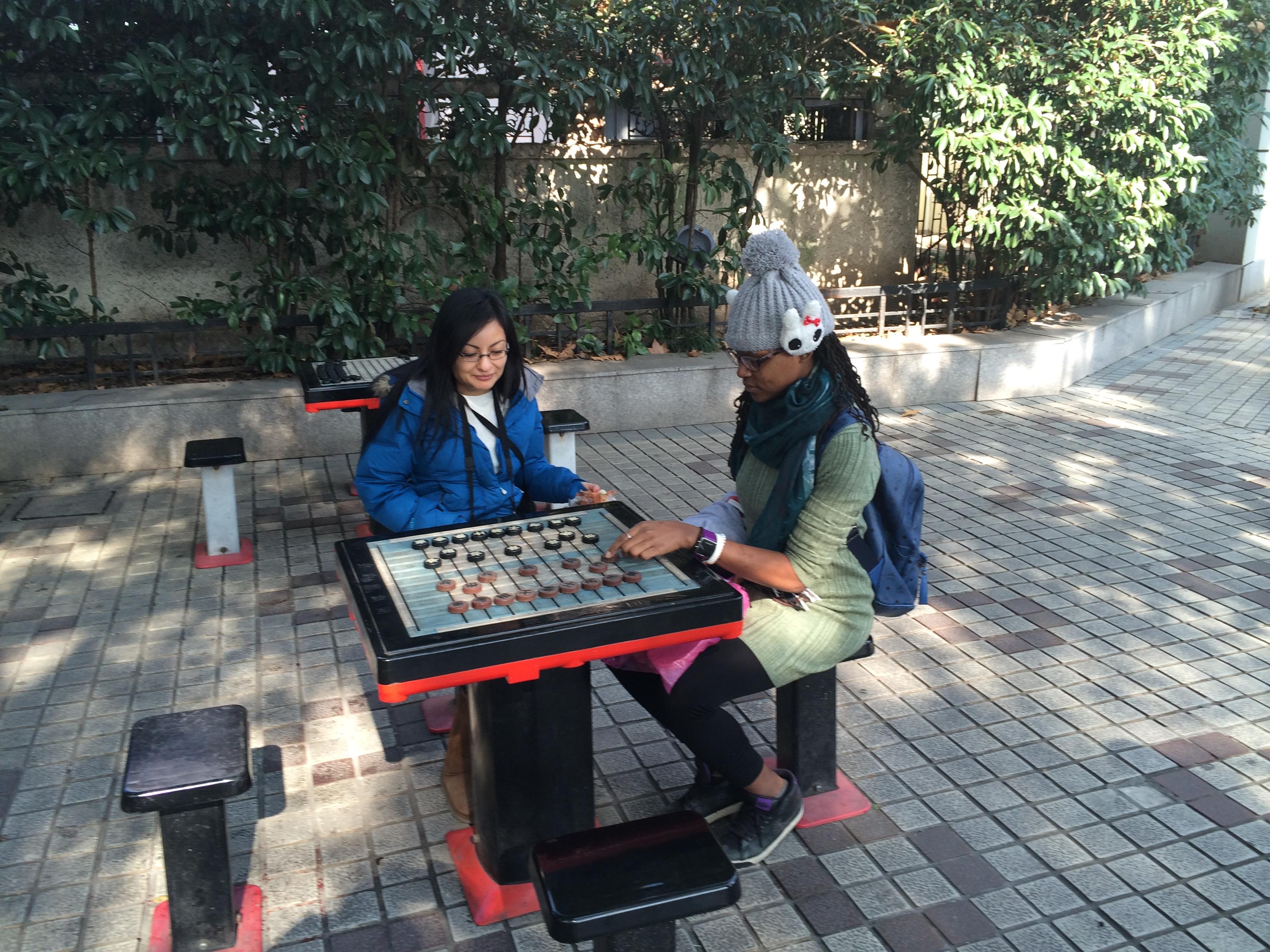 CAPAStudyAbroad_Shanghai_Spring2015_CAPAstudentswithChineseGogameinsmallShanghaipublicpark
