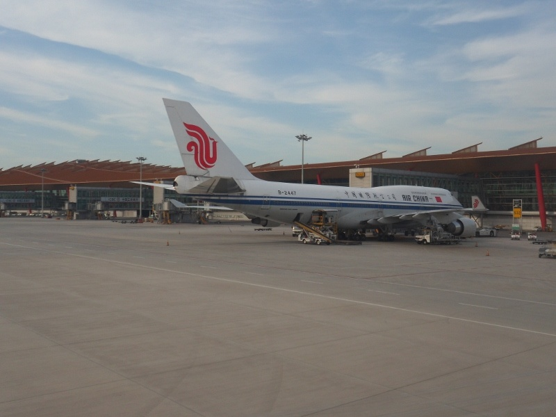 Air_China_Jumbo_at_Beijing_PEK_Terminal_3_by_Colin_Speakman