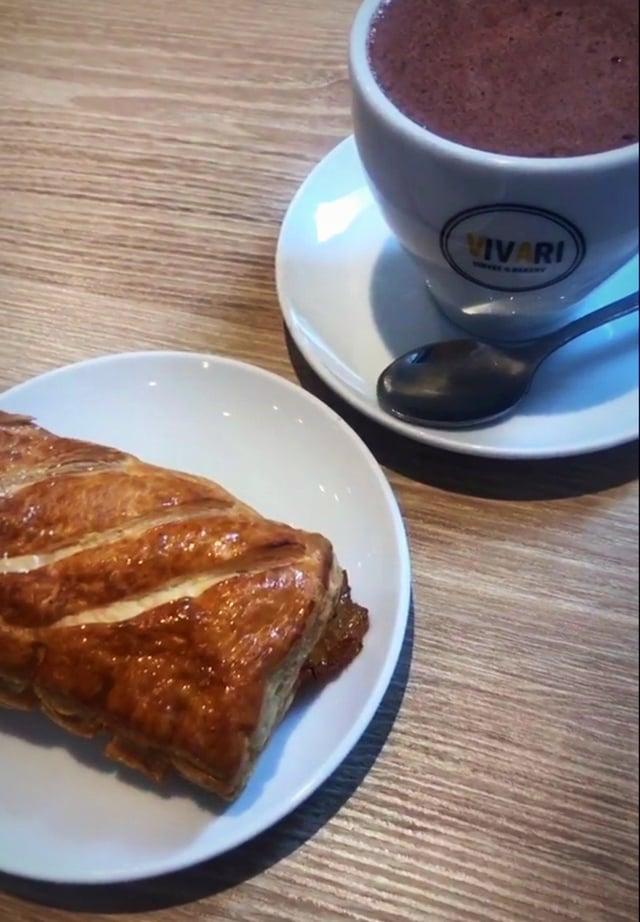 A Vivari pastry & hot chocolate!