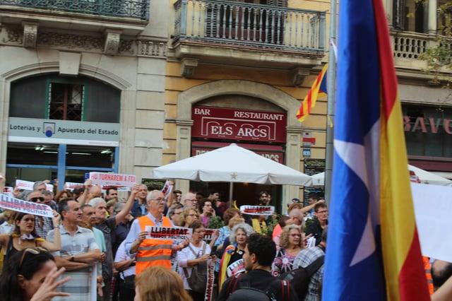 CAPAStudyAbroad_Fall 2019_Barcelona_Isha Mahajan_Citizens Holding Libertat Signs in BArcelona