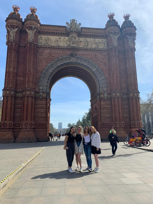 CAPAStudyAbroad_Spring 2020_Barcelona_Nina Vrtjak_Last trip to Arc de Triomf