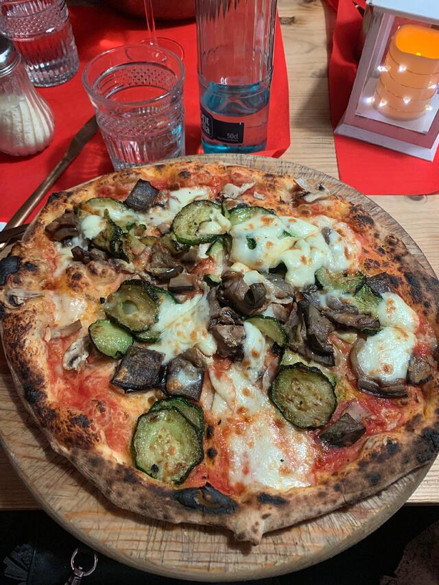 CAPAStudyAbroad_Spring 2020_Barcelona_Nina Vrtjak_Pizza is a big hit anywhere in the world