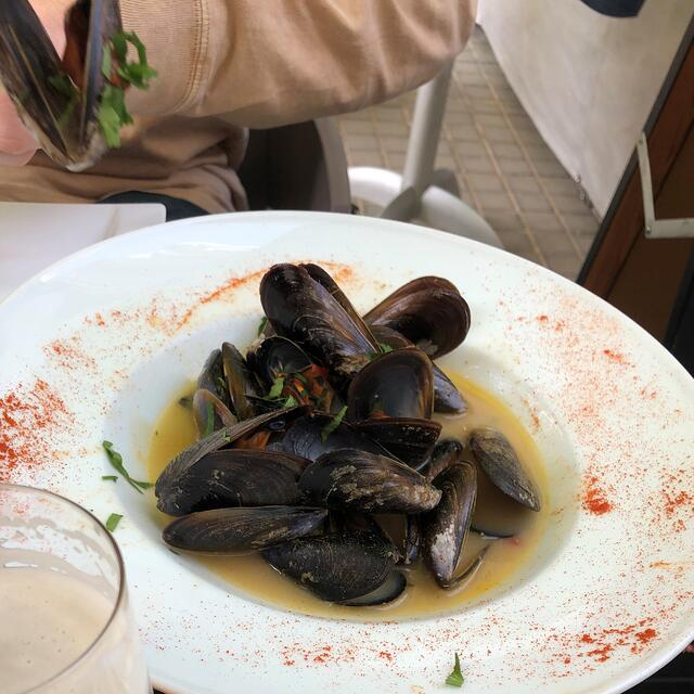 CAPAStudyAbroad_Spring2021_Barcelona_Andy McKenzie_Mussels in white wine sauce