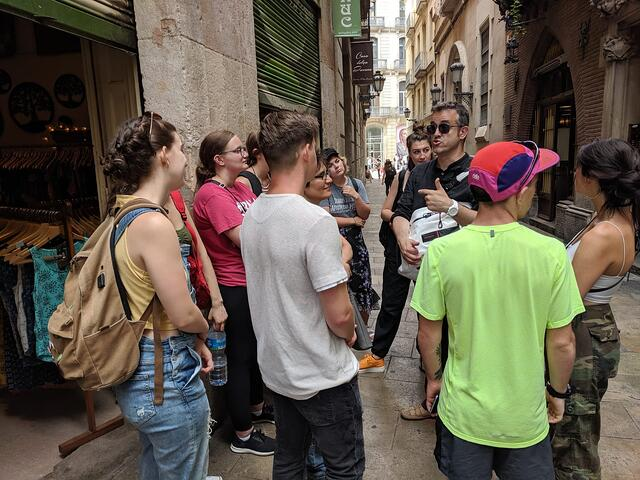 Toni Teaching The Class During A Field Trip To The Gothic Quarter