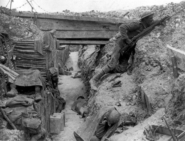 British_soldiers_in_a_trench_in_France_during_the_Battle_of_the_Somme._United_Kingdom_government_photograph..jpg
