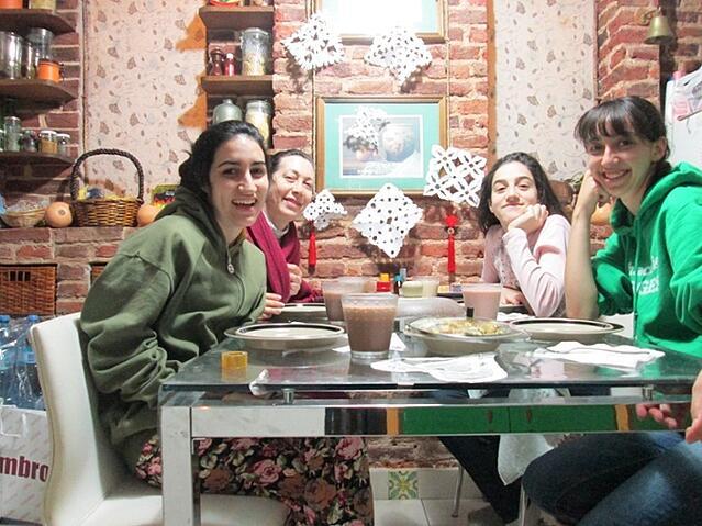 CAPA_study_abroad_BuenosAires_homestay_dinner-1
