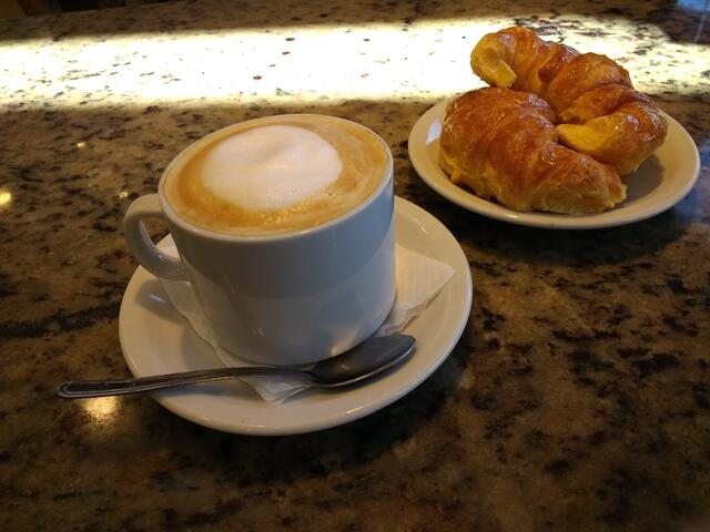 CaféConLecheAndMedialunas