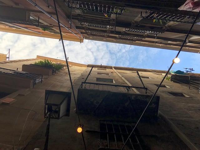 CAPAStudyAbroad_Barcelona_Summer 2018_Julia Schroder_building shot from below