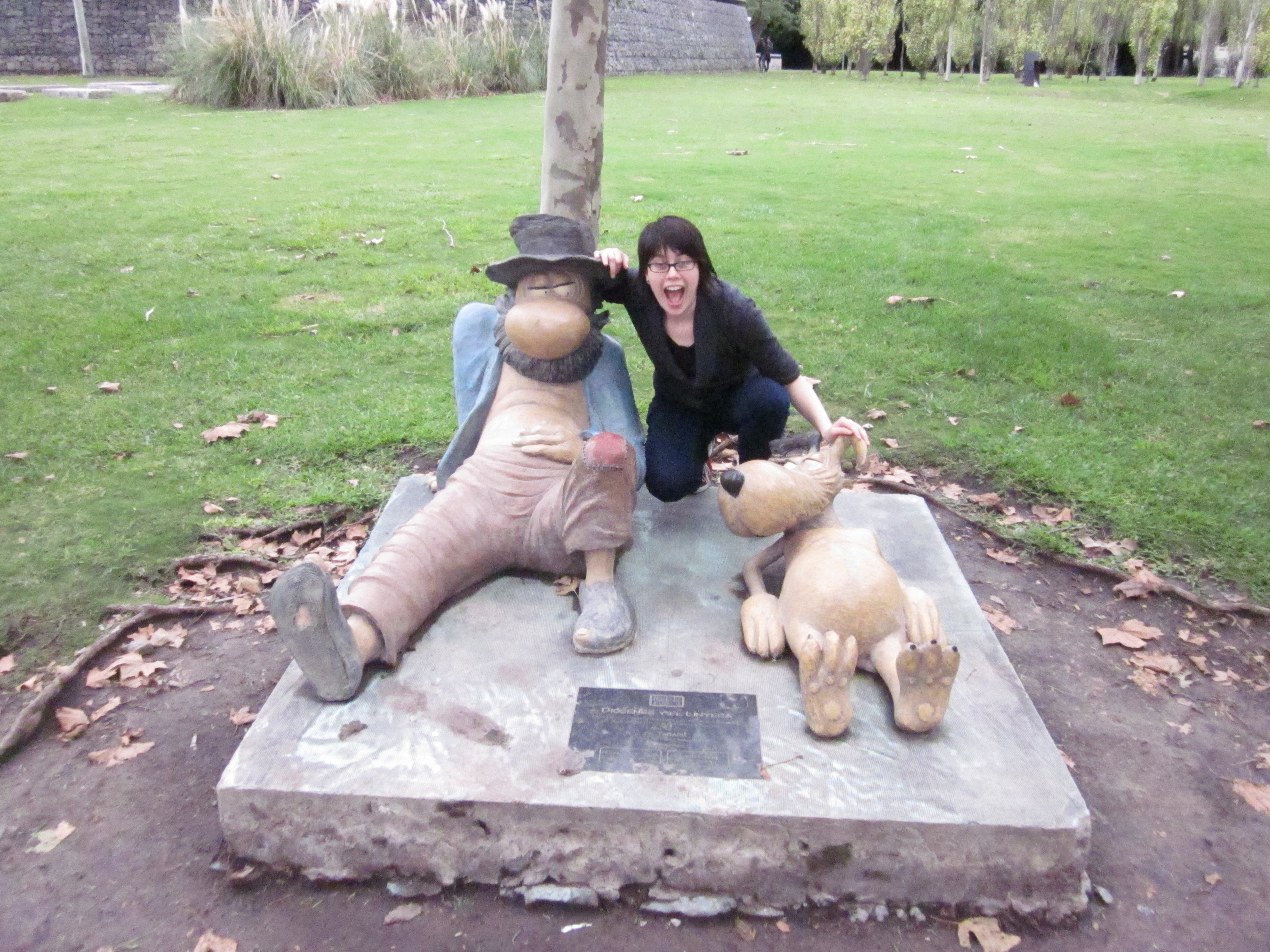 CAPAStudyAbroad_BuenosAires_Spring2016_From_Liz_Hendry_-_Me_with_the_statues_of_famous_Argentine_cartoon_characters.jpg