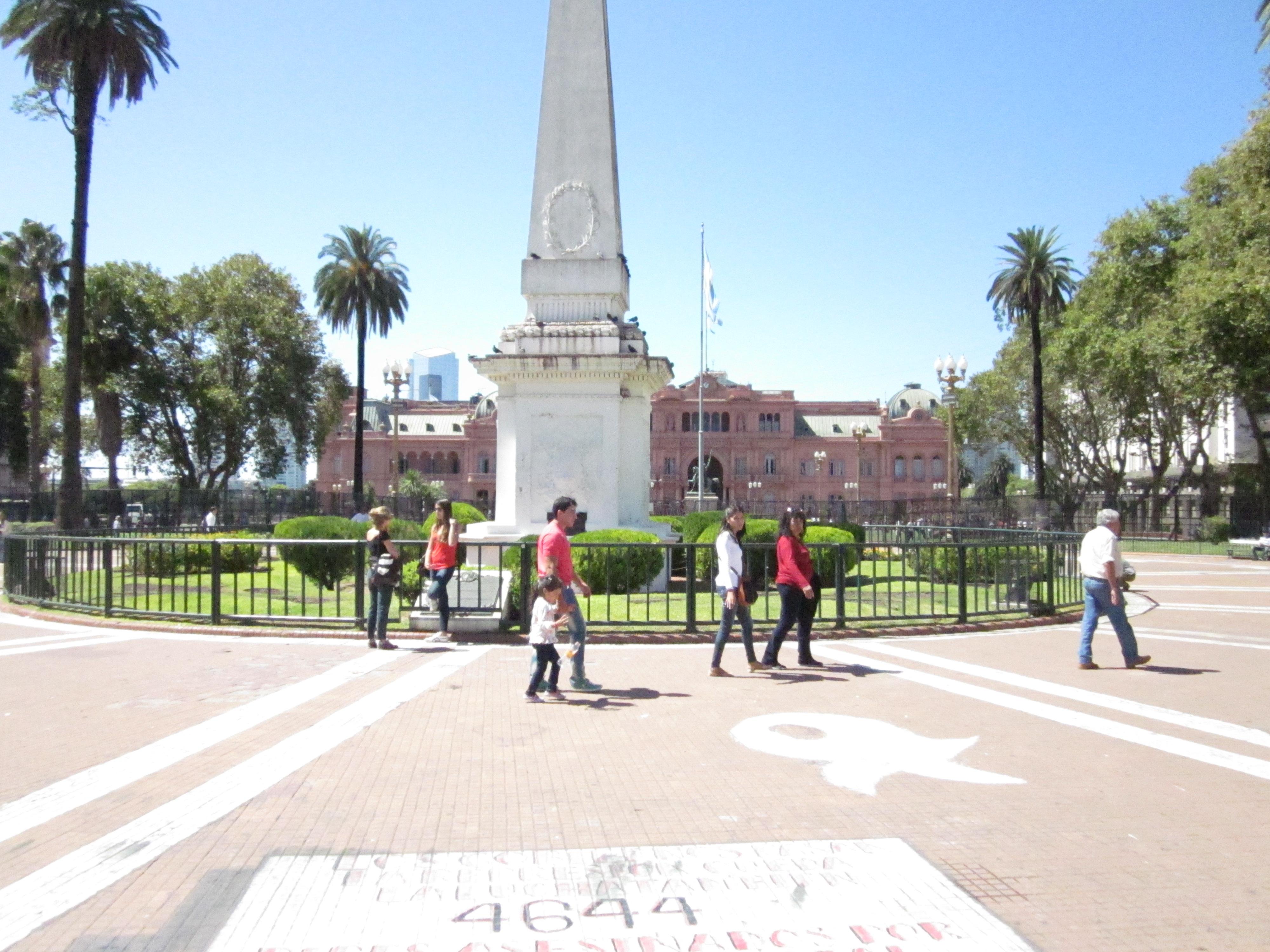 CAPAStudyAbroad_BuenosAires_Spring2016_From_Liz_Hendry_-_Plaza_de_mayo_and_the_casa_rosada.jpg