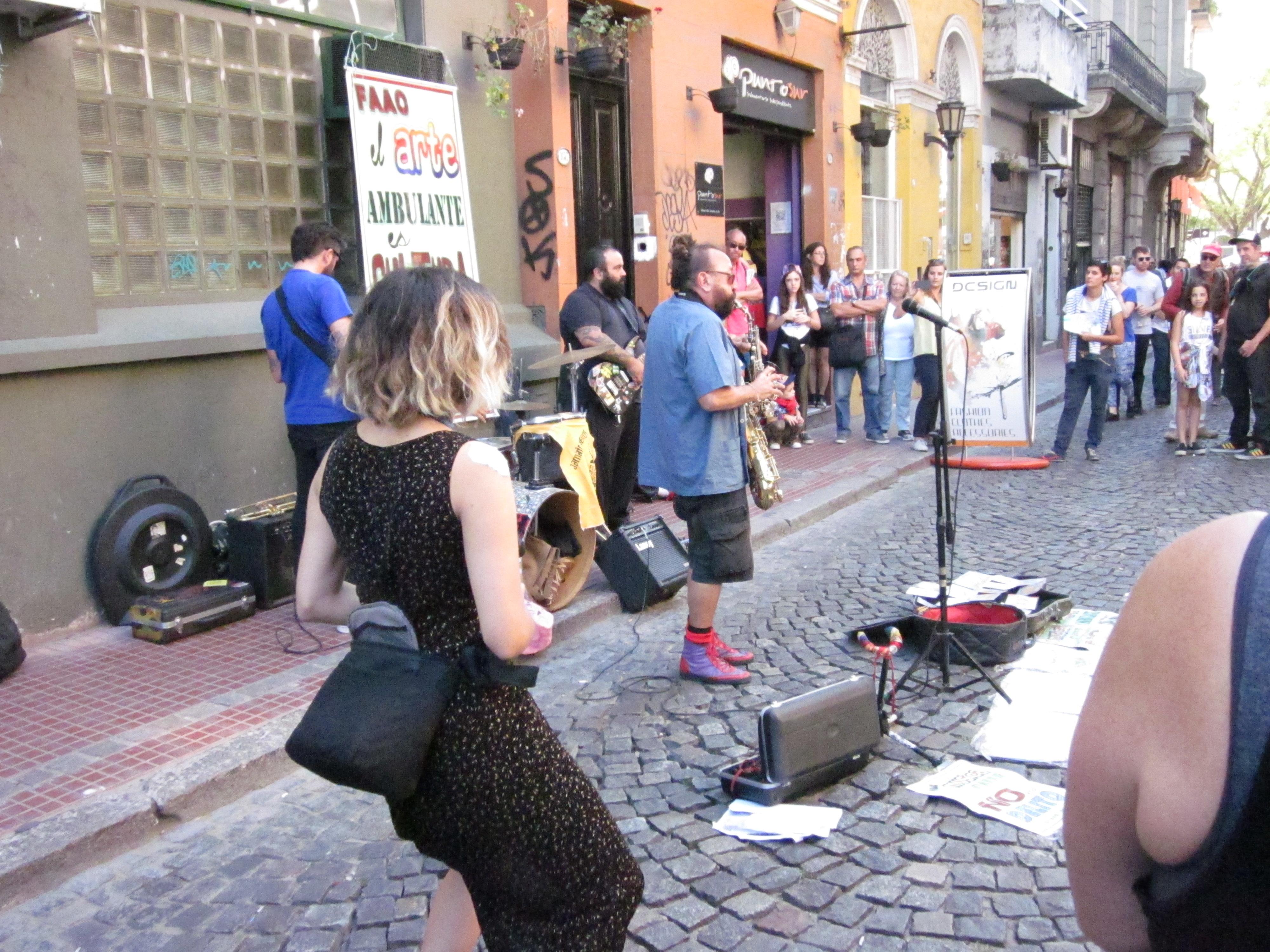 CAPAStudyAbroad_BuenosAires_Spring2016_From_Liz_Hendry_-_Public_street_performers.jpg