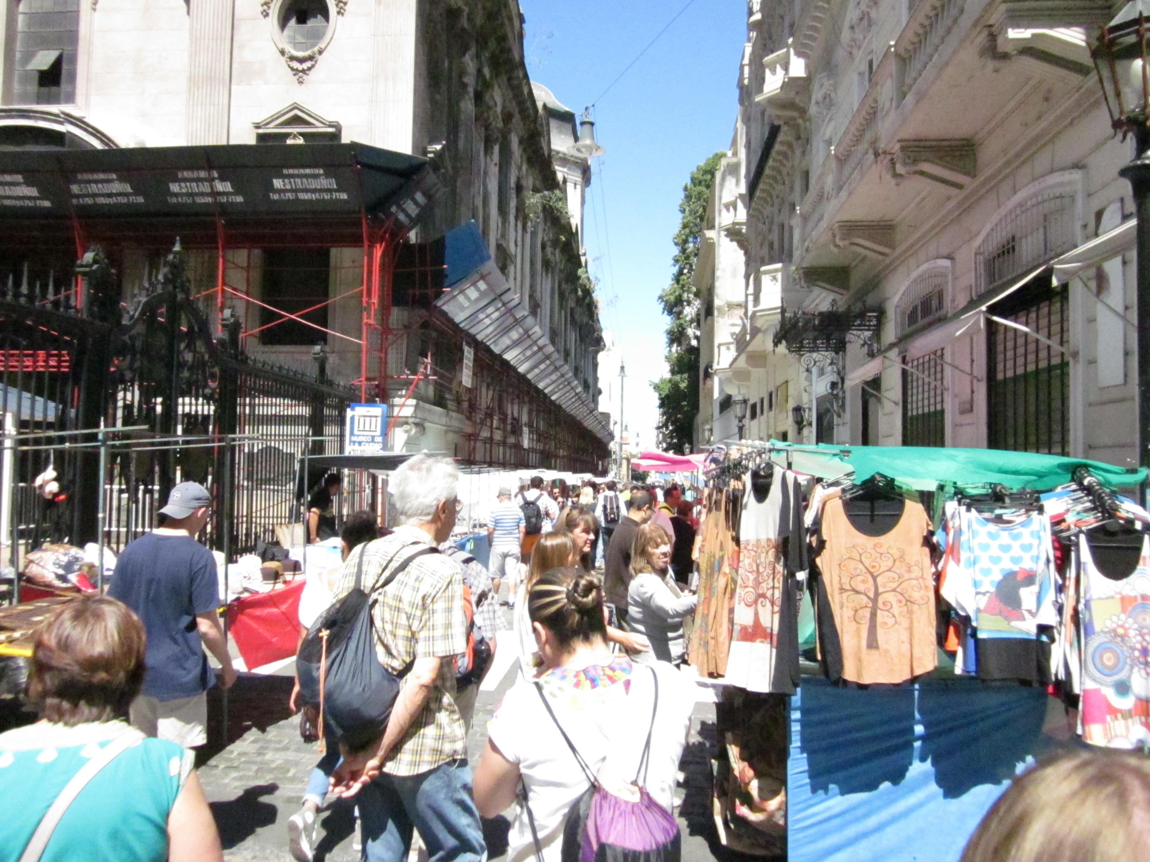 CAPAStudyAbroad_BuenosAires_Spring2016_From_Liz_Hendry_-_San_Telmo_weekend_street_market.jpg