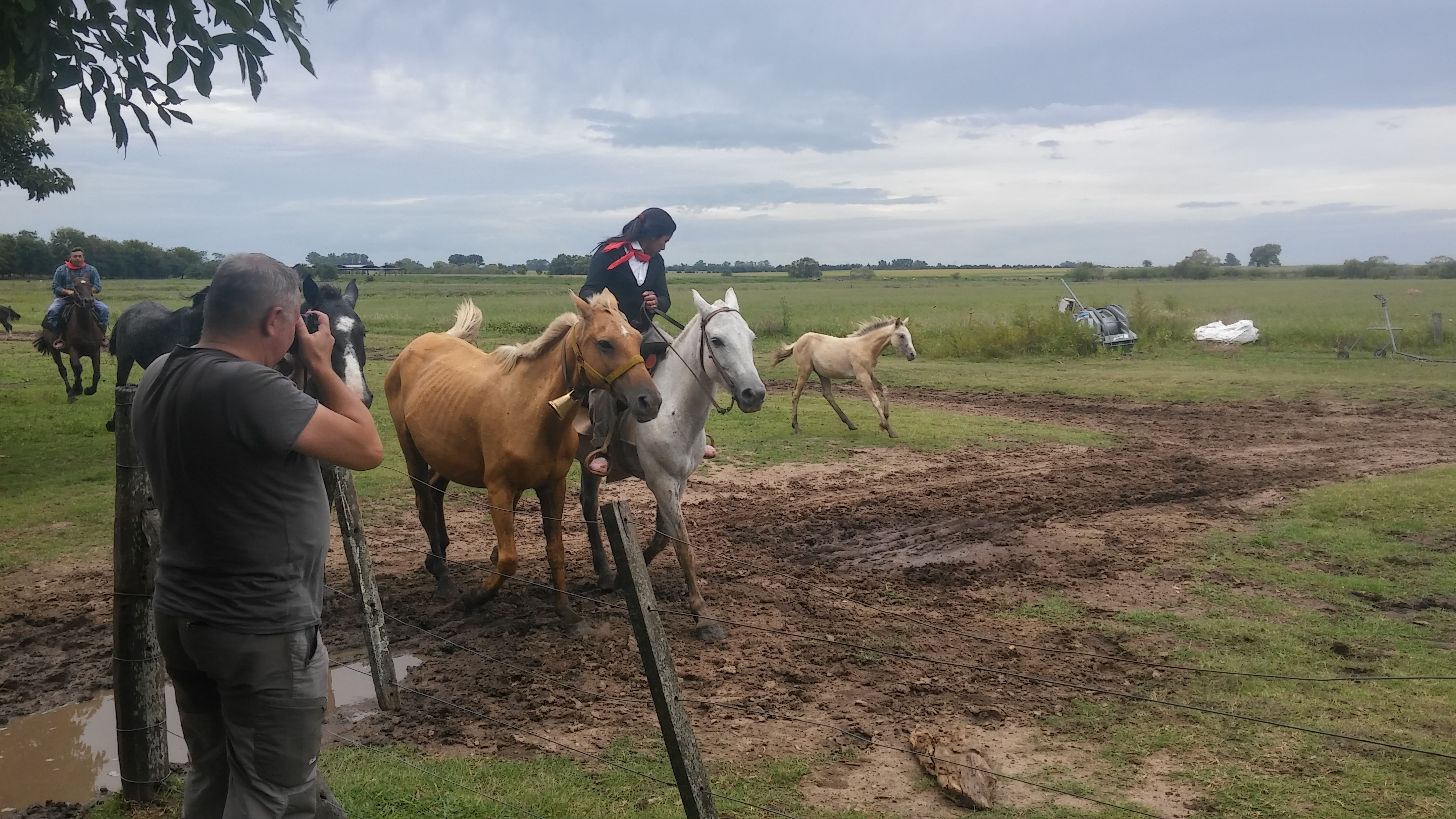 CAPAStudyAbroad_BuenosAires_Spring2016_From_Liz_Hendry_-_Woman_of_an_estancia_winning_a_horse_race.jpg