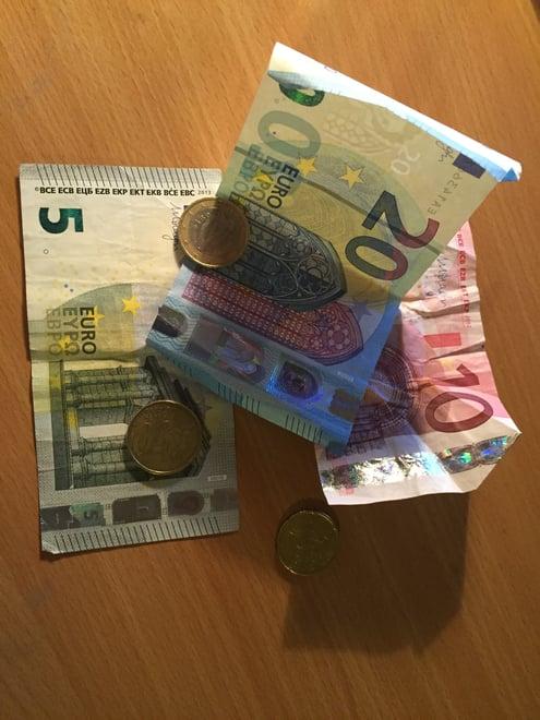 CAPAStudyAbroad_Dublin_Spring2016_From_Nicole_Taylor_-_Budgeting_Post_-_Euros.jpg