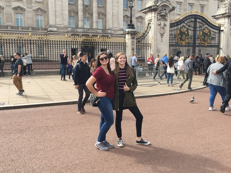 CAPAStudyAbroad_Fall 2019_London_Anna Chichester_Anna and friend in front of buckingham palace