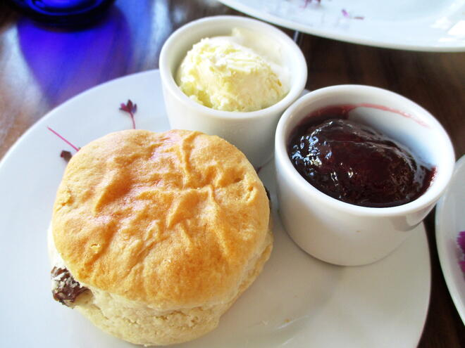 CAPAStudyAbroad_London_Spring2016_From_Rikki_Li_-_Afternoon_tea_at_The_Chelsea_Harbour_Hotel3.jpg