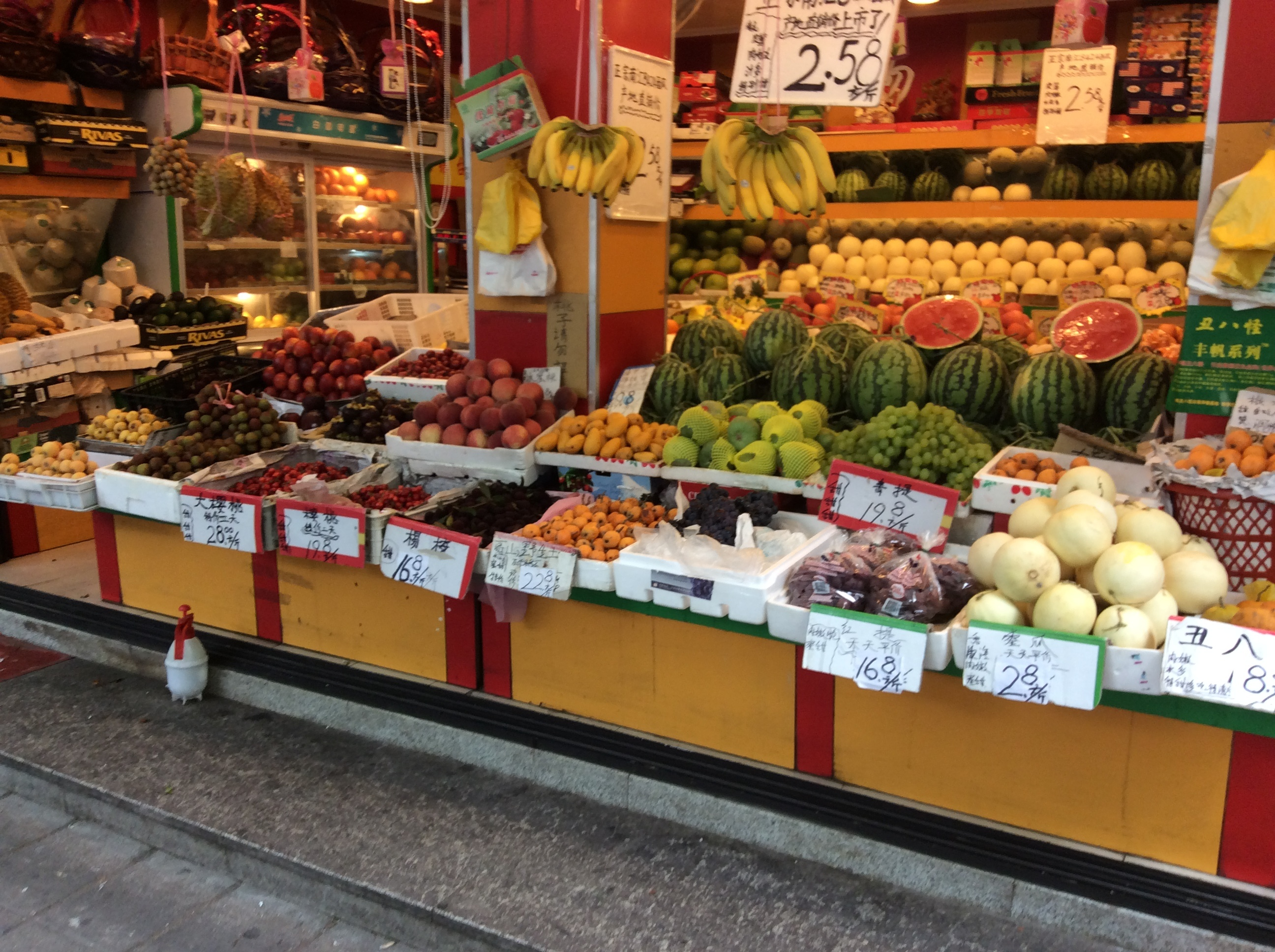 CAPAStudyAbroad_ShanghaiWalksPost_-_A_colourful_fruit_and_vegetable_store_on_Wulumqi_Lu-1.jpg