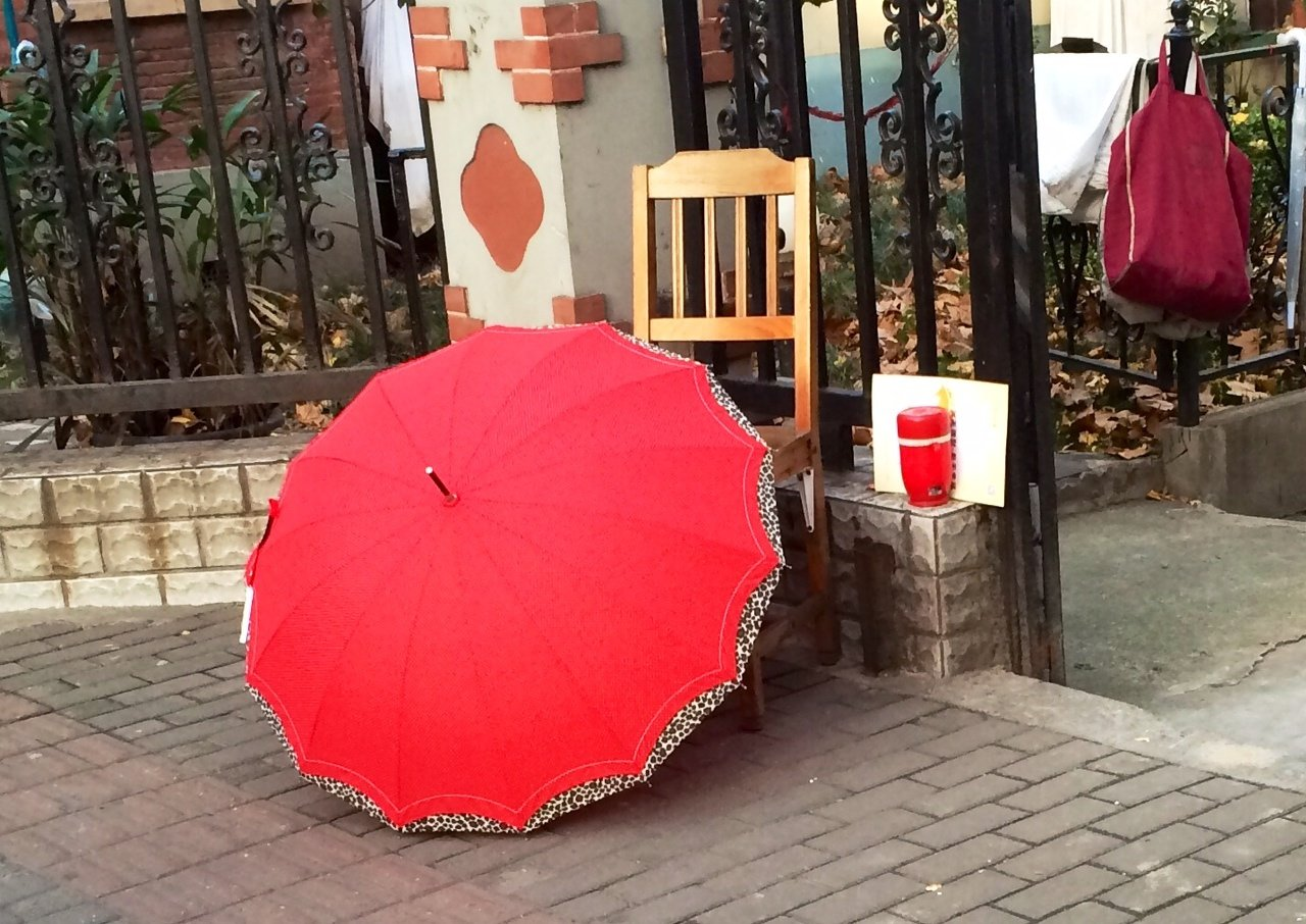 CAPAStudyAbroad_ShanghaiWalksPost_-_Colorful_display_in_Former_French_Concession