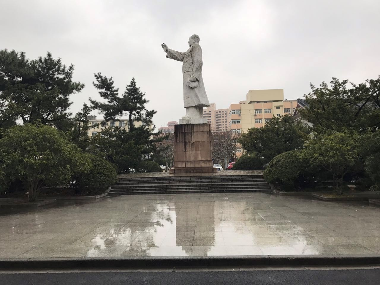 CAPAStudyAbroad_Shanghai_Spring2017_From Danielle Thai - Mao Statue in the front of an academic building.jpg