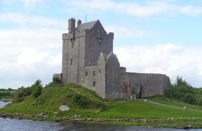 CAPAStudyAbroad_Summer2016_From_Shanell_Peterson_-_Bus_Tour_Post_-_DunGuaire_Castle.jpg