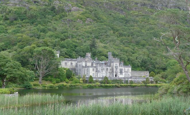 CAPAStudyAbroad_Summer2016_From_Shanell_Peterson_-_Bus_Tour_Post_-_Kylemore_Abbey.jpg