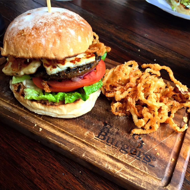 CAPAStudyAbroad_Sydney_Spring2016_From_Kisha_Patel_-_100_post_-_7_burger.jpg