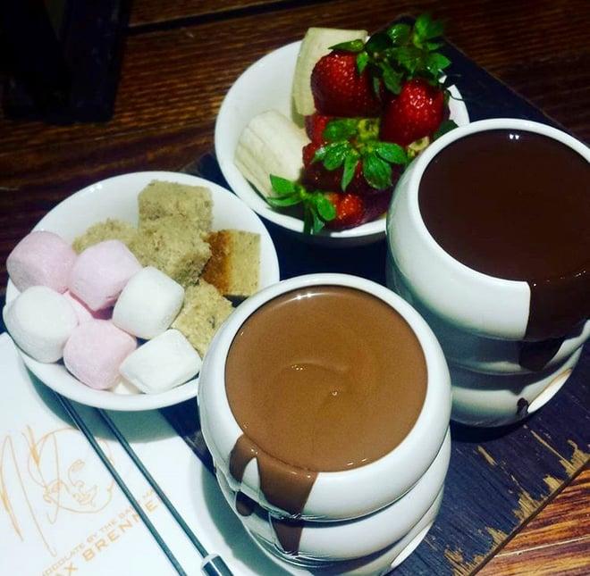 CAPAStudyAbroad_Sydney_Spring2016_From_Kisha_Patel_-_Foodie_post_-_1_Chocolate_fondue.jpg