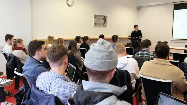 2019-03-London_London-Aaron Wong-Canon-Classroom1