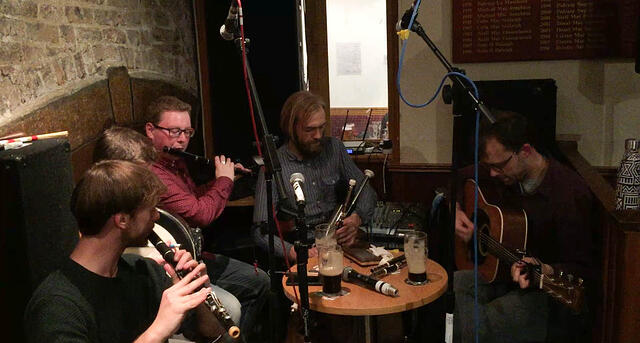 Live Music In Irish Pub