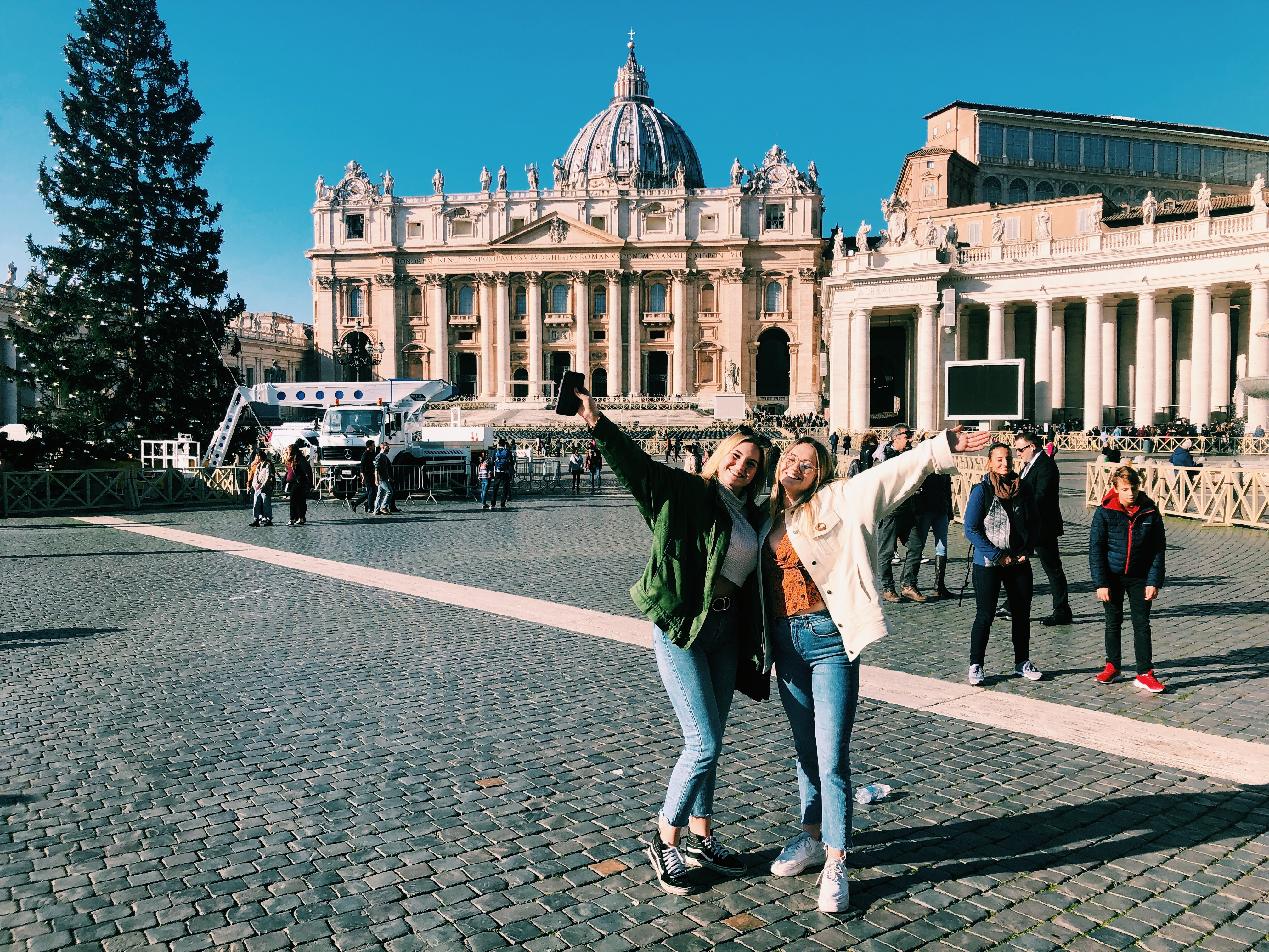 CAPAStudyAbroad_Fall 2019_Dublin_Ellie LaFountain_Friends