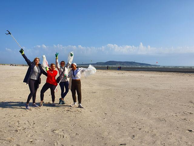 CAPA Students with their Beach Clean Gear