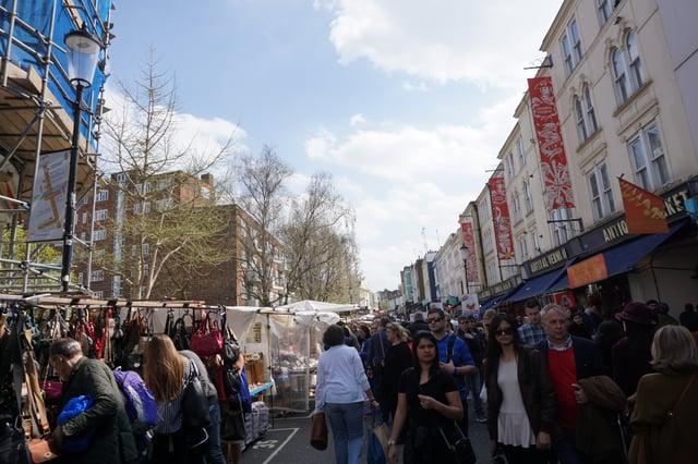 CAPAStudyAbroad_London_Spring2018_From Ellie Telander - Portobello Market