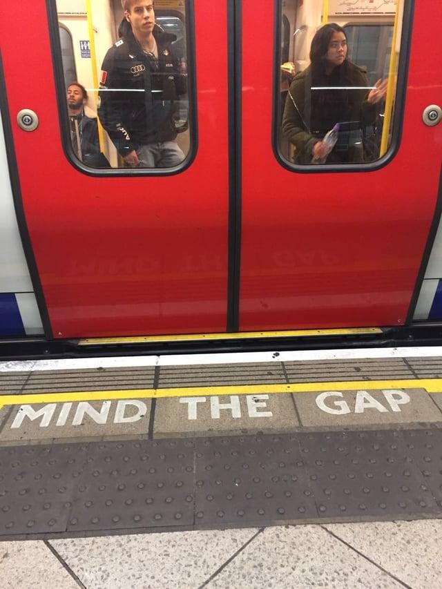 CAPAStudyAbroad_London_Spring2018_From Savannah Bernard - mind the gap