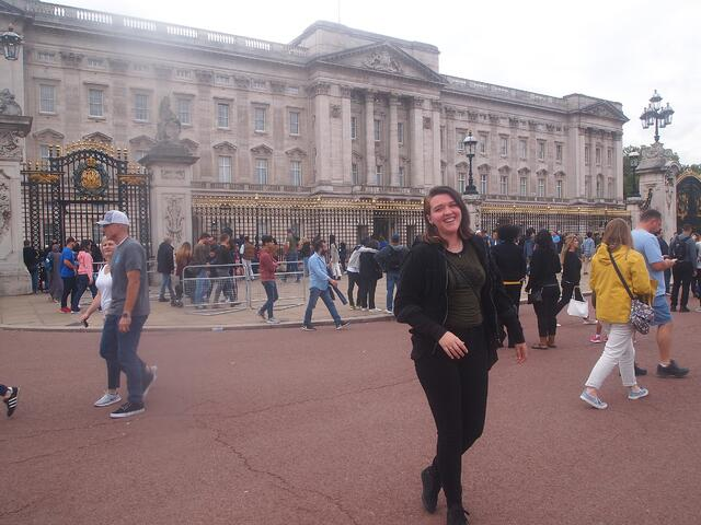 CAPAStudyAbroad_Spring2019_London_Melody Marshall_Melody in front of Buckingham Palace