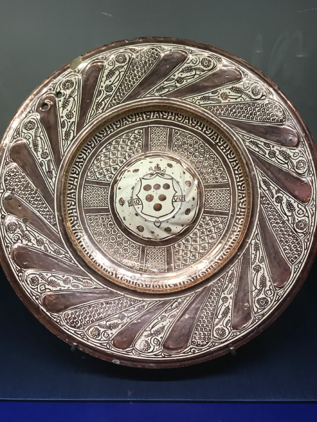A lacquerware plate from the exhibition sporting the Medici seal