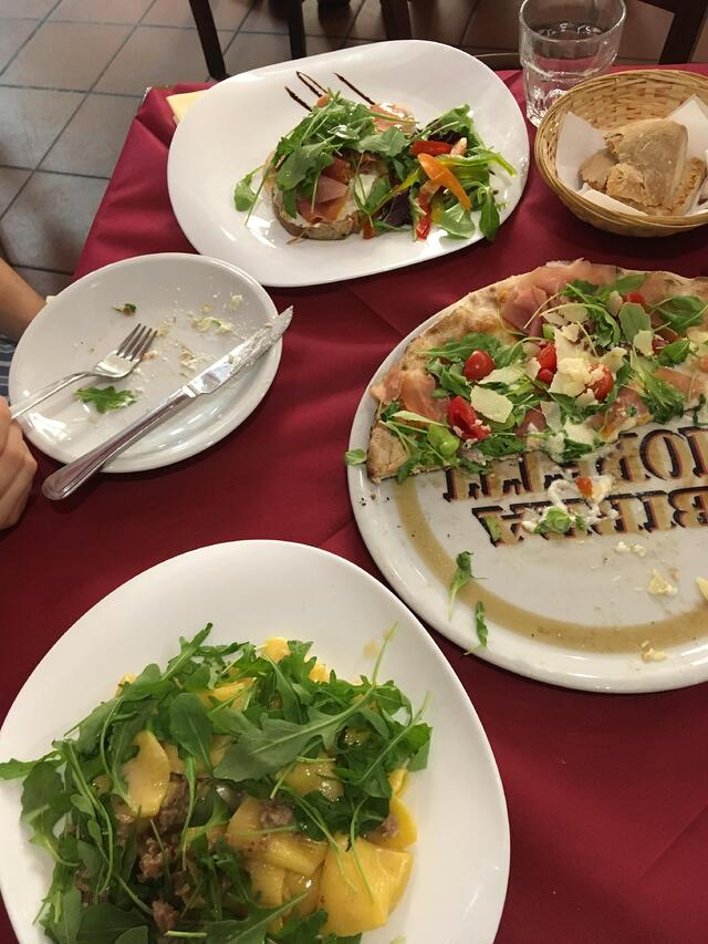 CAPAStudyAbroad_Florence_Summer2018_From Hannah Hardenbergh - Pizza Bianche from La Mangiatoia