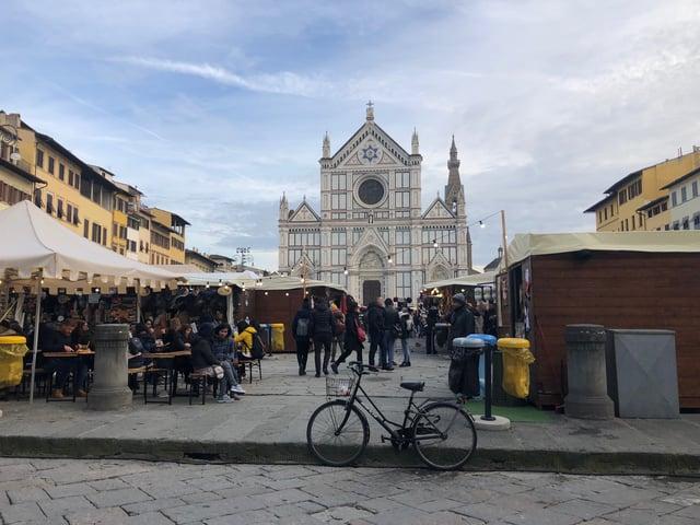 Piazza Santa Croce transforms in December!