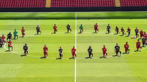Kneeling Football (soccer) Teams