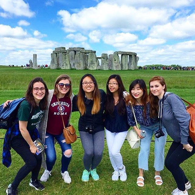 CAPAStudyAbroad_London_Summer2018_From Alice Ding - A Group Photo with My Friends at Stonehenge