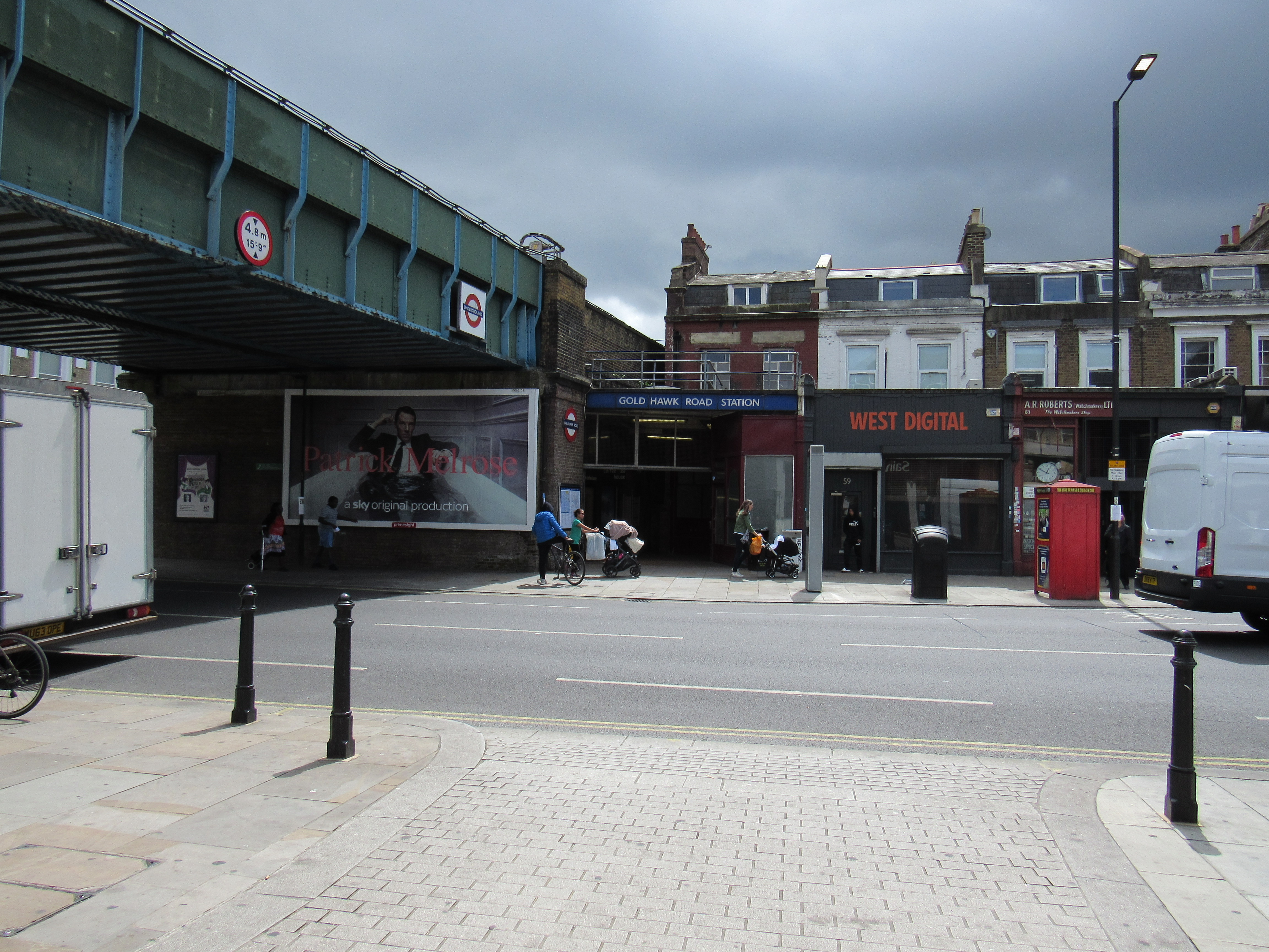 Gold Hawk Road Tube Station