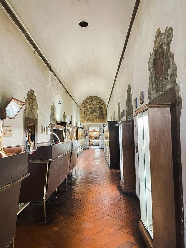 Tuscan leather school.
