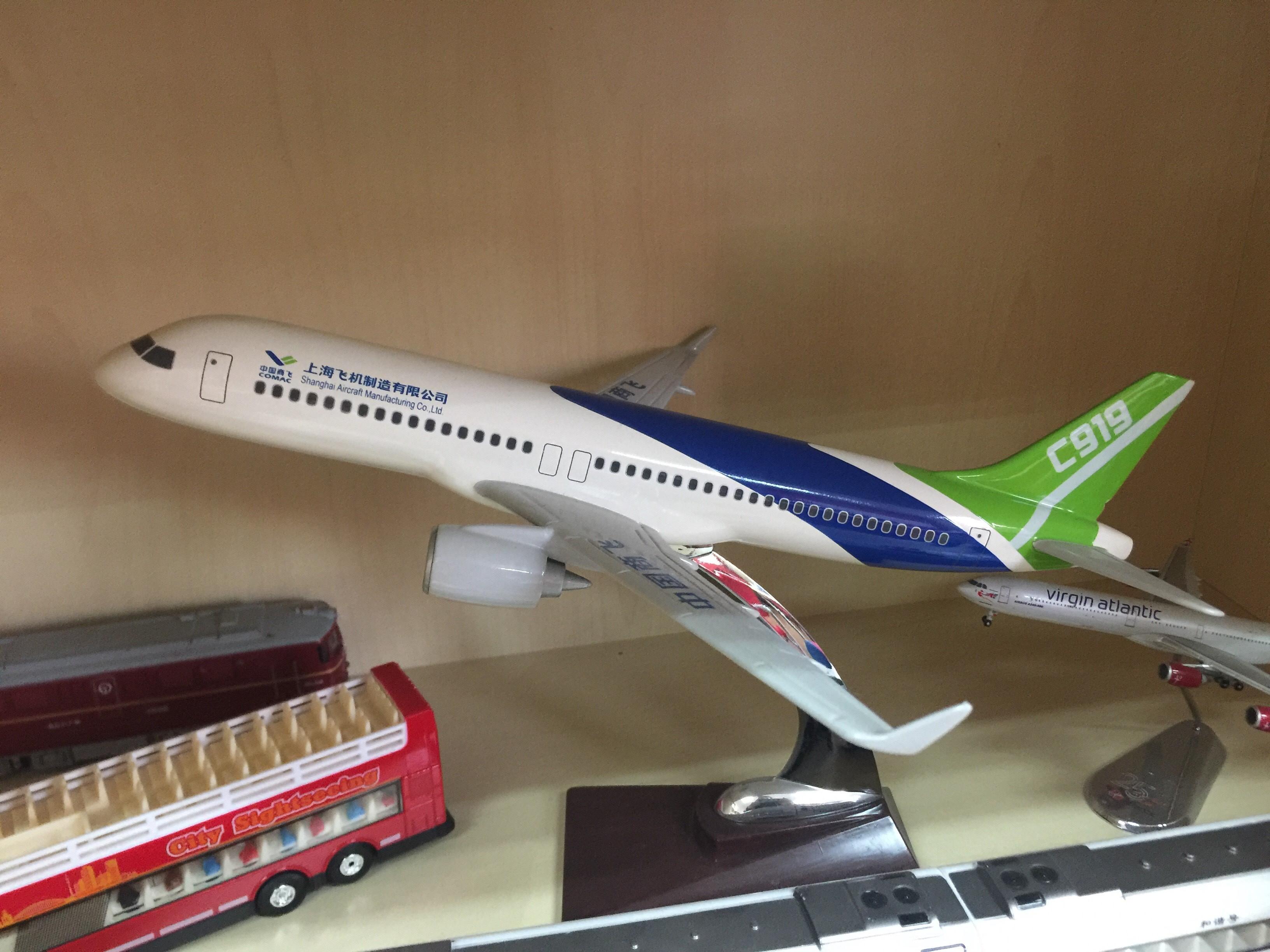 CAPAStudyAbroad_From Colin Speakman - C919 Model in CAPA Shanghai Office.jpg