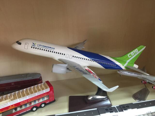 CAPAStudyAbroad_From Colin Speakman - C919 Model in CAPA Shanghai Office.jpg