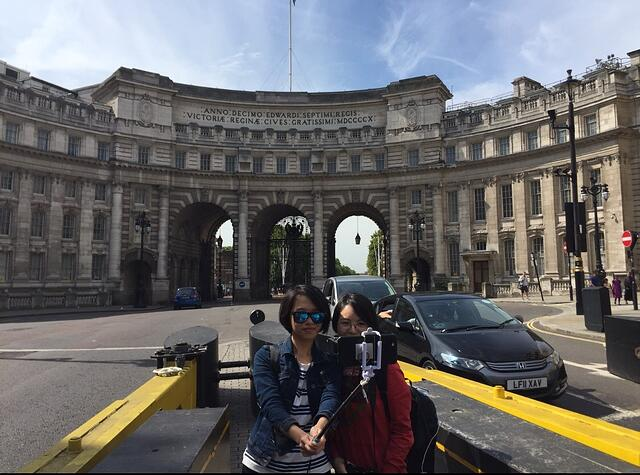 CAPAStudyAbroad_From Colin Speakman - Chinese Tourists in London.jpg