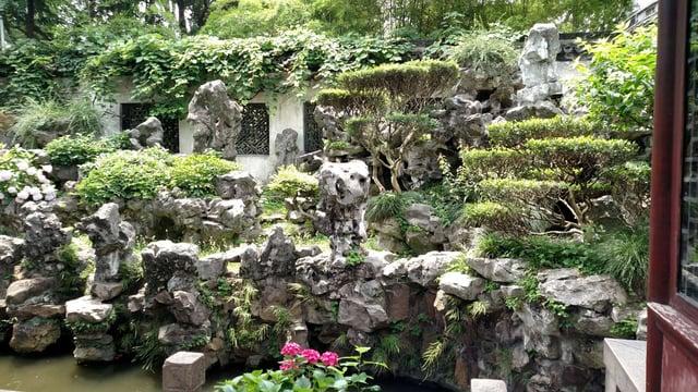 CAPAStudyAbroad_Shanghai_Summer2018_From Trisha Sanchez - Strolling through the Yu Garden
