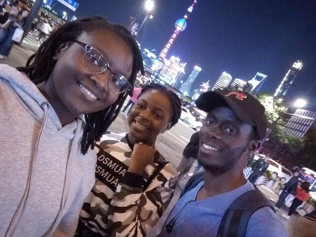 CAPAStudyAbroad_Spring 2020_Ambassador Content_Imani Wilson and friends at the Bund in Shanghai