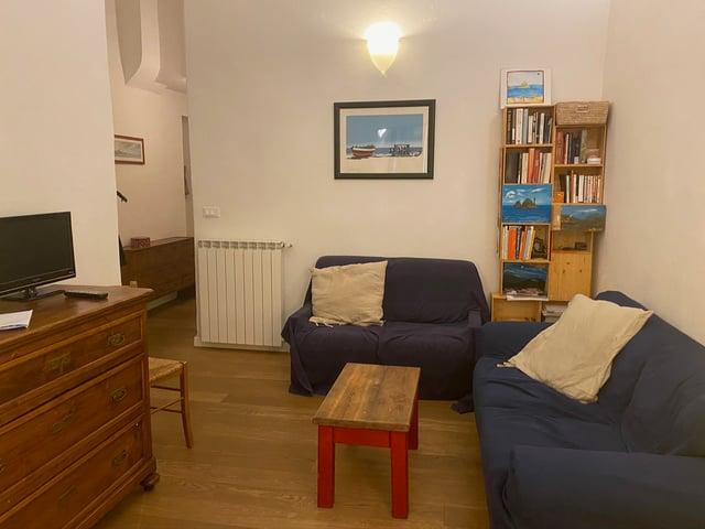 CAPAStudyAbroad_Spring2020_Florence_Sara Shriber_Living Room