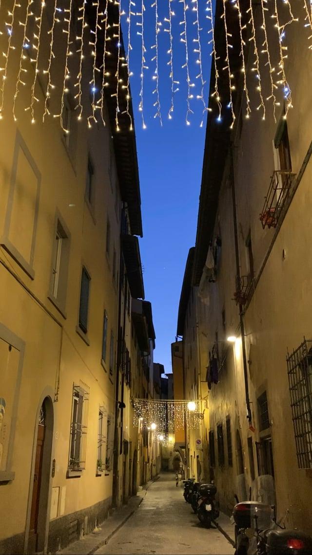 CAPAStudyAbroad_Spring2020_Florence_Sara Shriber_Street Lights
