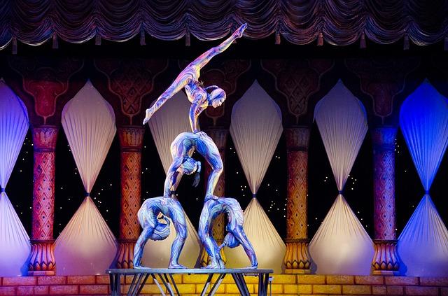 acrobats-412011_640.jpg