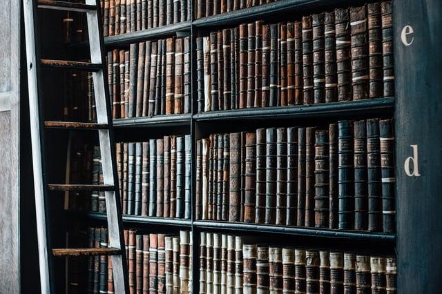 bookshelf-1082309_1280.jpg